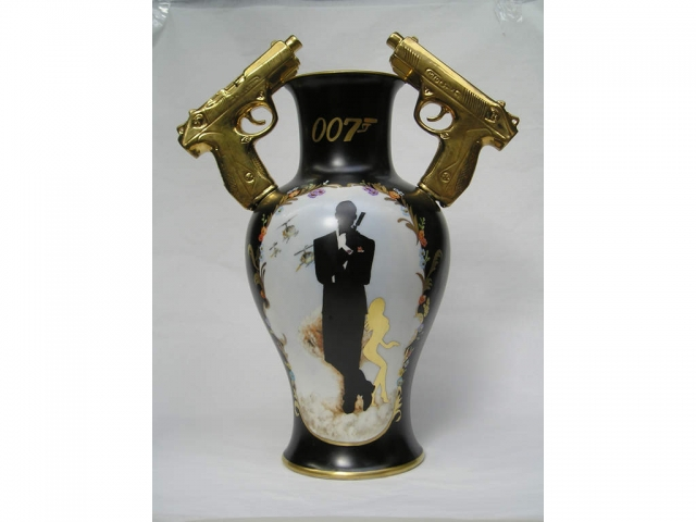 007 Vase Bond